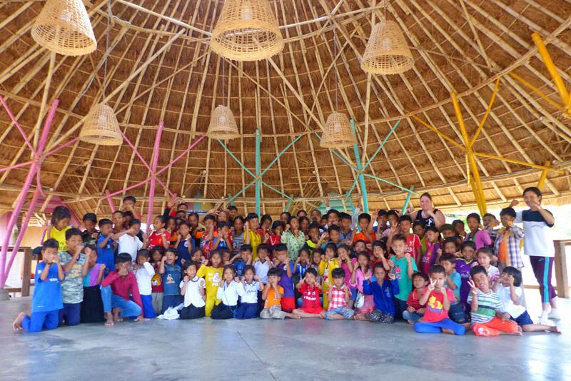 mission-humanitaire-cambodge-montpellier-management-avec-les-enfants-à-la-fin-de-la-démonstration