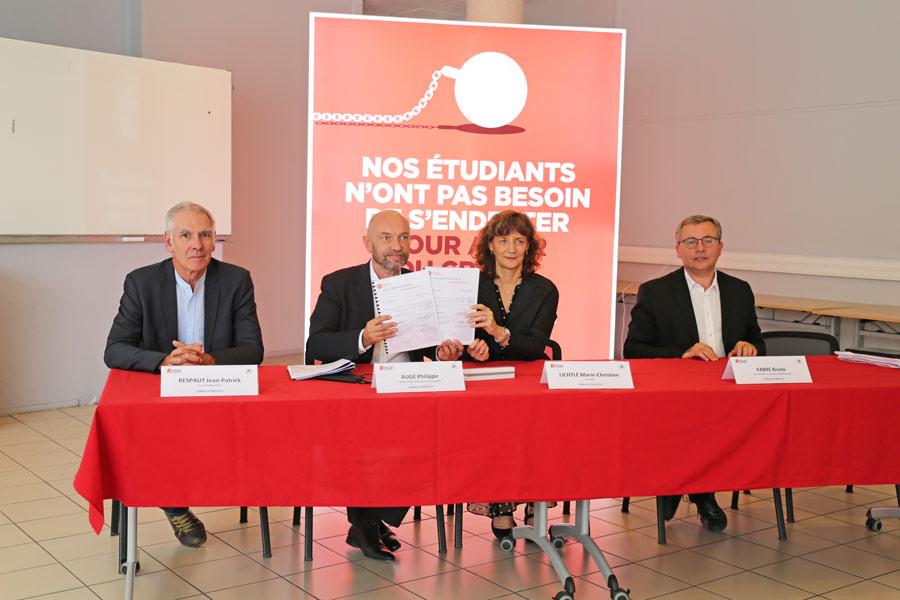 Jean-Patrick Respault, Philippe Augé, Marie-Christine Augé, et Bruno Fabre présents pour la signature du C.O.M.
